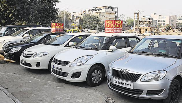 Proper documentation a must: When you are buying a used car, you need to first check all the documents.(Parveen Kumar/Hindustan Times)