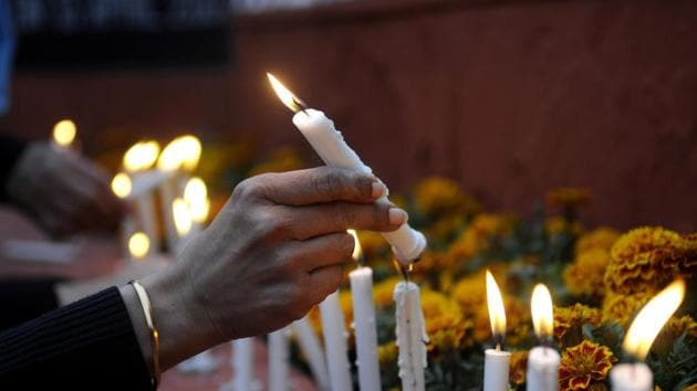 People light candles in remembrance of the CRPF personnel who lost their lives during the Pulwama attack, February 15(Sunil Ghosh / HT Photo)