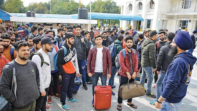 Kashmiri students from Dehradun, Ambala, Banur and Mohali going back to Kashmir with the help of Khalsa Aid at Phase 3B1 Gurudwara in Mohali on Tuesday.(HT Photo)