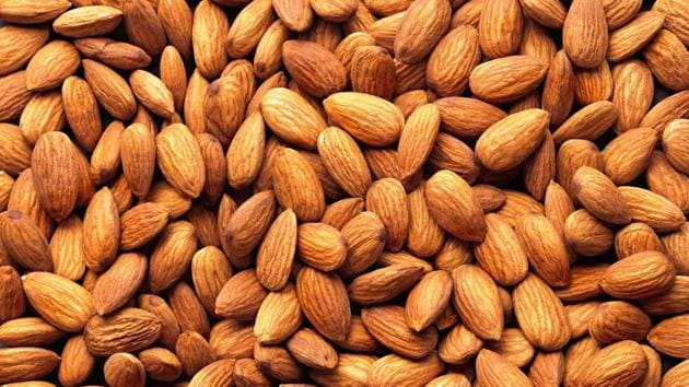Almonds and other tree nuts can help the hearts of those living with type 2 diabetes. (Shutterstock)