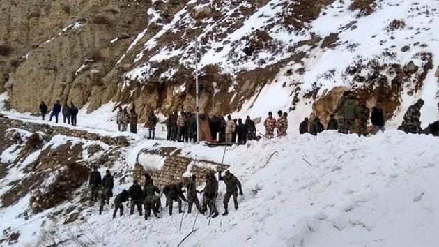 Army jawan dead, 5 trapped after avalanche near India-China border in Himachal