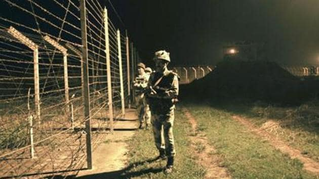 Intercepted radio chatter between Pakistani positions indicates that the country has cancelled leaves of its officers and troops, Indian army officials said.(Sudhi Ranjan Sen/ HT Photo/ Representative Image)