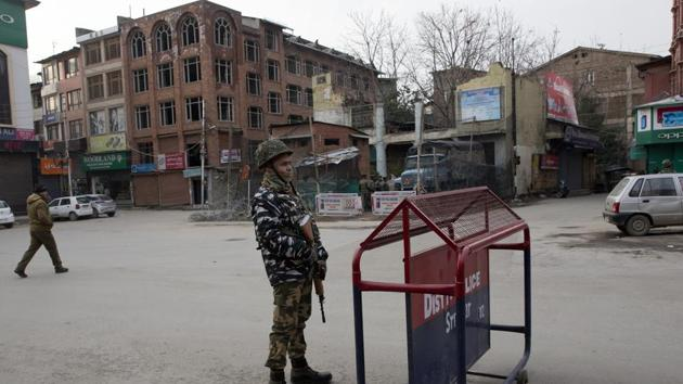 There has been a considerable build-up of security forces across Jammu and Kashmir after reg February 14 terror attack in Pulwama which killed 40 CRPF troopers.(AP)