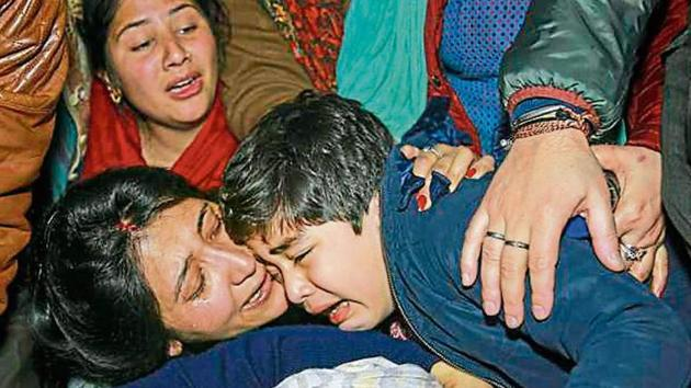 Relatives of slain DSP Aman Kumar Thakur, mourn during his funeral procession in Jammu on Monday.(PTI)
