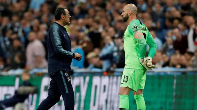 Chelsea's Willy Caballero waits to be substituted on as manager Maurizio Sarri reacts(REUTERS)
