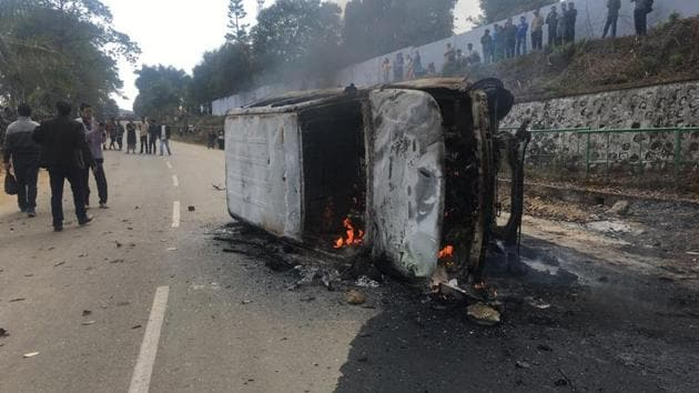 Protesters burnt down vehicles in protest against the government decision to provide Permanent Residence Certificate (PRC) to the non-Arunachal Pradesh ST residents, in Itanagar on February 24.(HT Photo)
