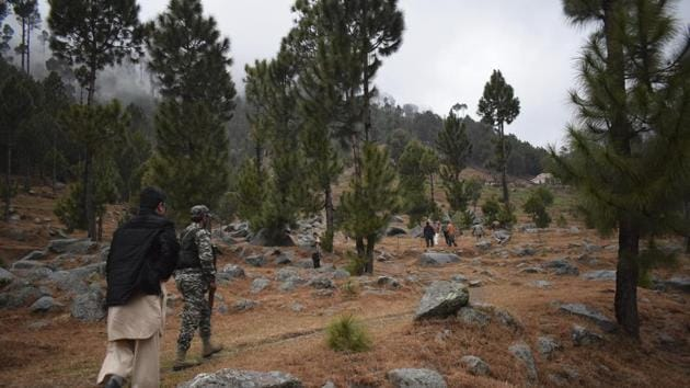 Pakistani reporters and troops visit the site of an Indian airstrike in Jaba, near Balakot, Pakistan, Tuesday, Feb. 26, 2019.(AP)