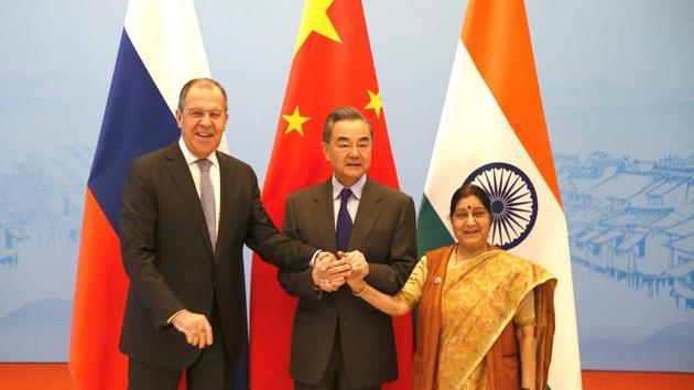 Russian Foreign Minister Sergei Lavrov, Chinese State Councillor and Foreign Minister Wang Yi and Indian External Affairs Minister Sushma Swaraj in Wuzhen, China, on Wednesday.(REUTERS)