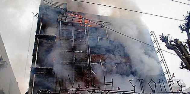 At least 10 fire tenders were rushed to the spot to douse the flames which began around 8 am. Officials of the district fire department said that they will soon initiate a drive against buildings which do not have no objection certificates (NoC) for fire.(Sakib Ali/HT Photo)