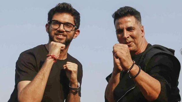 Bollywood actor Akshay Kumar and Yuva Sena Chief Aditya Thackeray pose for photos with school students during a self-defence workshop initiated by Thane Municipal Corporation, in Thane.(PTI)