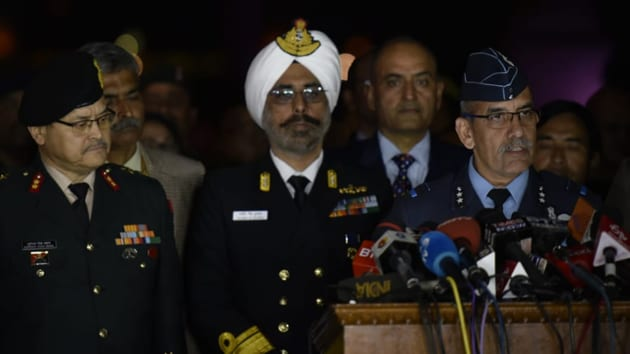 India's Air Vice-Marshal R.G.K Kapoor (R) flanked by Navy's Rear Admiral DS Gujral (C) and Army's Major General Surinder Singh Mahal speaks with the media in the lawns of India's Defence Ministry in New Delhi.(Vipin Kumar/HT Photo)