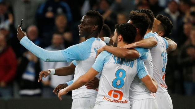 Marseille's Mario Balotelli celebrates scoring their first goal by taking a selfie with team mates REUTERS/Jean-Paul Pelissier(REUTERS)