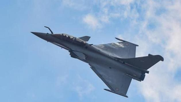 The Narendra Modi government signed an agreement with France in 2016 for the purchase of Rafale fighter jets.(PTI)