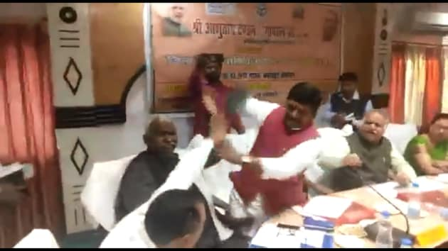 A day after BJP MP Sharad Tripathi and MLA Rakesh Singh Baghel indulged in a shoe fight during a meeting in UP, the two leaders engaged in a fierce war of words.(HT PHOTO)