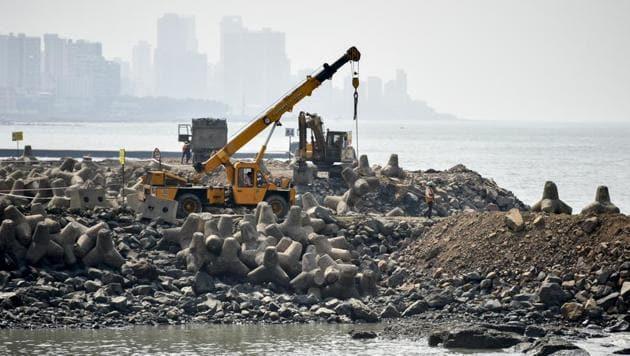 Work in full swing for Mumbai coastal road at Worli Seaface(HT Photo)