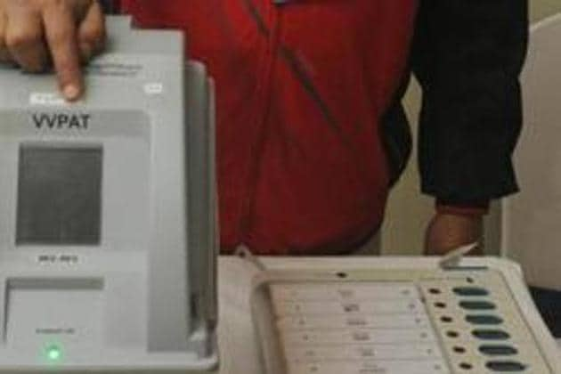 Supreme Court asks the Election Commission to consider increasing the number of VVPAT's that are used to randomly verify votes cast by Electronic Voting Machines, or EVM(Parwaz Khan /HT PHOTO)