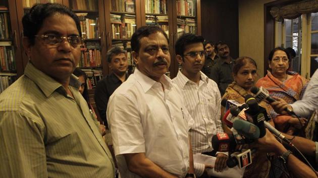 Family of Mumbai policeman, Pradeep Suryavanshi who was convicted recently in the Lakhan Bhaiya fake encounter case(Ht Photo)