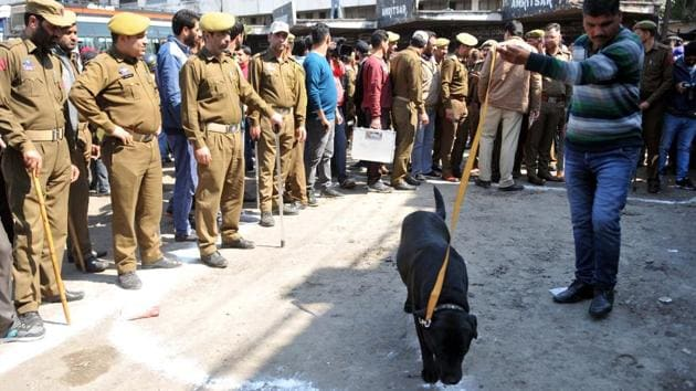 A sniffer dog and police personnel at Thursday's grenade blast site in Jammu.(Nitin Kanotra / Hindustan Times)