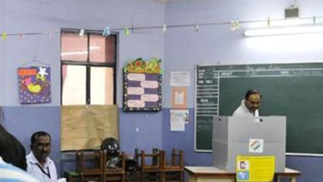 Voters turn up at polling booths to cast their votes(Hindustan Times File)