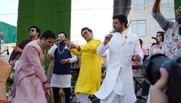 Shah Rukh Khan, Ranbir Kapoor and Karan Johar dancing with Akash Ambani at his wedding.