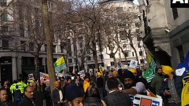A clash broke out between groups of rival demonstrators assembled outside the Indian High Commission in London on Saturday.(ANI/Twitter)
