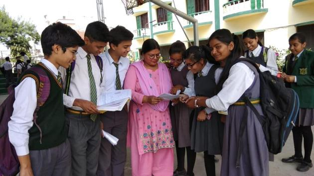 ICSE Class 10th Geography paper Analysis : Students of St Teresa's College, Aashiana in Lucknow discussing their geography question paper with their teacher after the examination on Monday.(Rajeev Mullick/HT photo)