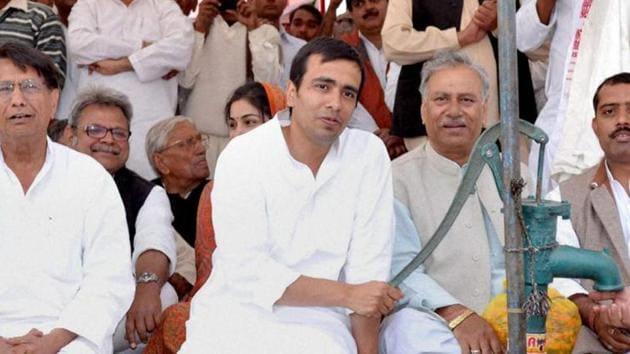 Rashtriya Lokdal chief Ajit Singh and his son Jayant Chaudhary are contesting Lok Sabha elections 2019 from Muzaffarnagar and Baghpat constituencies respectively.(PTI File)