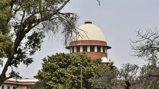 The Supreme Court on Tuesday asked the Centre to give a comparative study on pollution caused by firecrackers and automobiles and observed that people are running after firecrackers and seeking ban on it when it seems that automobile is the bigger polluter.(Biplov Bhuyan/HT PHOTO)