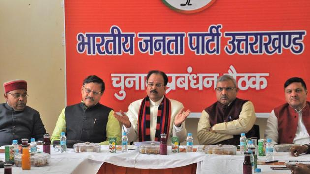 BJP's Uttarakhand president Ajay Bhatt (C) presides over an election management committee meeting at the BJP office in Dehradun on Tuesday, March 12, 2019.(Vinay Santosh Kumar / HT Photo)