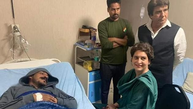 Priyanka Gandhi Vadra meets Bhim Army chief Chandrashekhar Azad at a hospital in Meerut on Wednesday.(Sunil Sharma/HT Photo)