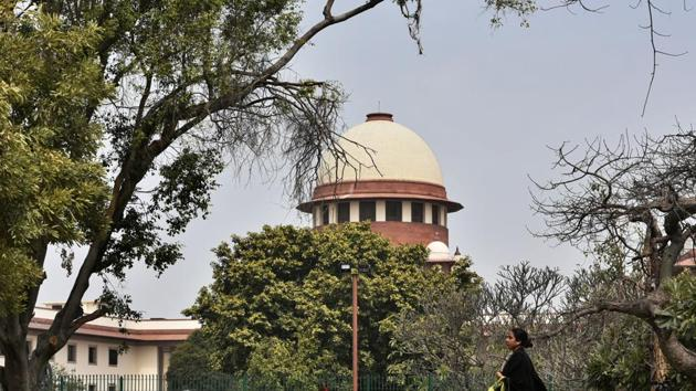 Can the Babri masjid title suit be settled through a court ordered mediation? The strictly legal answer provided by the Constitution bench of the Supreme Court (SC) is: Yes.(Biplov Bhuyan/HT PHOTO)
