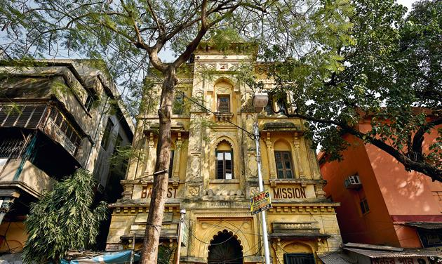 The Baptist Mission Students Hall is one of the oldest boarding houses in Kolkata. These hostels or messbaris were organised by community, so there was a Marwari one, a Parsi one, even one for Chinese refugees, and a posh mess for Europeans.(Arijit Sen / HT Photo)