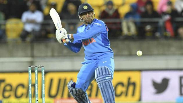 Experience in middle is important, never underestimate the importance of MS Dhoni:...