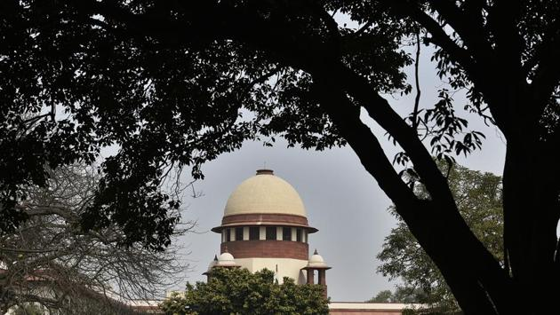 On Friday, the Supreme Court sought the Election Commission's response on a plea by Opposition leaders seeking counting of Voter Verifiable Paper Audit Trail (VVPAT) slips of 50% of EVMs in each constituency before the Lok Sabha results are declared. A bench comprising Chief Justice Ranjan Gogoi and Justices Deepak Gupta and Sanjiv Khanna listed the plea for March 25 and asked the EC to depute an officer to assist the court. (Biplov Bhuyan / HT File)