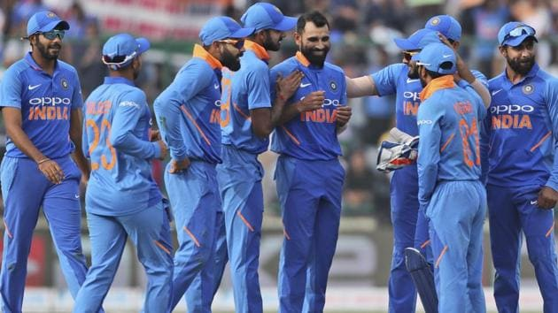 Mohammed Shami, centre, is congratulated by teammates after he dismissed Australia's Peter Handscomb.(AP)