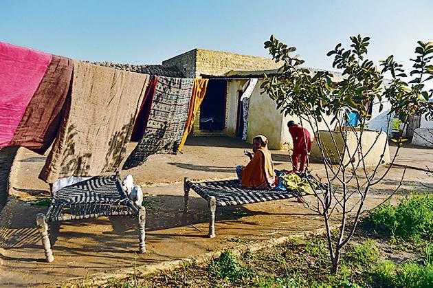 Review:The Women's Courtyard by Khadija Mastur