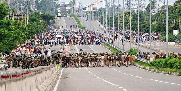 Violent mobs ready to clash with police in Panchkula in 2017, moments after self-styled godman Ram Rahim Singh was convicted of rape — one in a series of law-and-order challenges for the Khattar government.(File Photo)