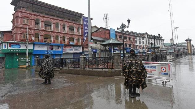 Paramilitary soldiers stand near closed shops during a shutdown to protest against the death of Rizwan Pandit, at Lal Chowk, in Srinagar on March 20.(Waseem Andrabi/ HT Photo)
