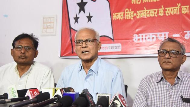 CPI-ML comrades are addressing a press conference at CPI-ML office, Chhajjubagh in Patna.Bihar India on Saturday(Santosh Kumar/ HT)