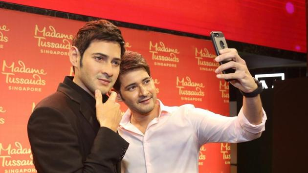 Actor Mahesh Babu (right) with his wax statue at Madame Tussauds in Singapore.(Twitter)