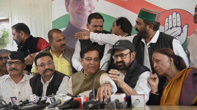 Dehradun: Uttarakhand Congress President Pritam Singh, leader of the Opposition (LoP) Indira Hridayesh and other state leaders address the media, in Dehradun, Sunday, March 17, 2019.(PTI)