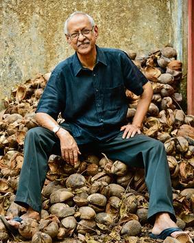 Author Damodar Mauzo(Pantaleao Fernandes)