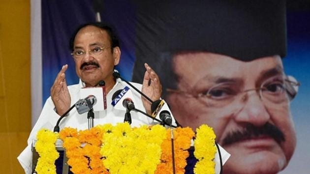 Venkaiah Naidu says should switch over to e-vehicles for curbing pollution.(PTI)