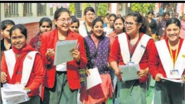 The school teachers are satisfied with this year's intermediate results.Many of these school teachers were recruited through panchayati raj bodies during the Nitish Kumar regime.(HT file)