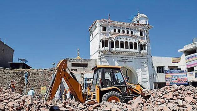 Historic Tarn Taran gurdwara's 'darshani deori' razed, row erupts(Sameer Sehgal/HT)
