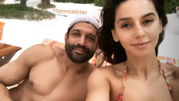 Farhan Akhtar and Shibani Dandekar during their Mexico beach vacation.