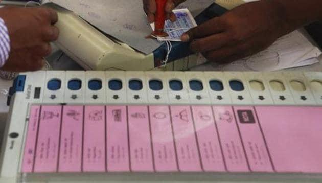 In 2014 Lok Sabha elections, the Aam Aadmi Party's Sadhu Singh defeated Shiromani Akali Dal leader Paramjit Kaur Gulshan.(HT file photo)