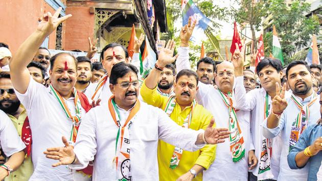 The Congress election campaign kicked off in Kasba peth on Sunday, with (from left) Pravin Gaikwad, Ramesh Bagwe, Arvind Shinde, Mohan Joshi and the NCP's Chetan Tupe, all present.(SANKET WANKHADE/HT PHOTO)