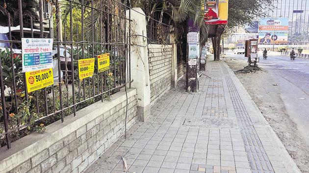 The newly constructed footpath besides Athashri apartments in Pune(Shankar Narayan/HT PHOTO)