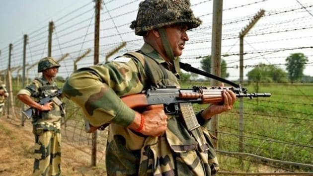 Reports said that mortar shells shot by Pakistan troops landed in residential areas in Dabraj, Mankote, Shahpur and Kerni.(AFP)